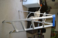 5ft Aluminum Step-Ladder with tool/paint tray