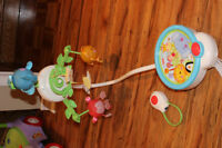 mobile fisher price avec manette a distance