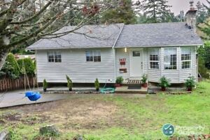 Newly renovated 6 bdrm on private .17 ac lot in Langford