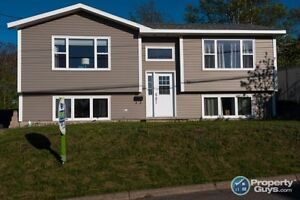 Overlooking the harbour, open concept split entry. 4 yrs Old!