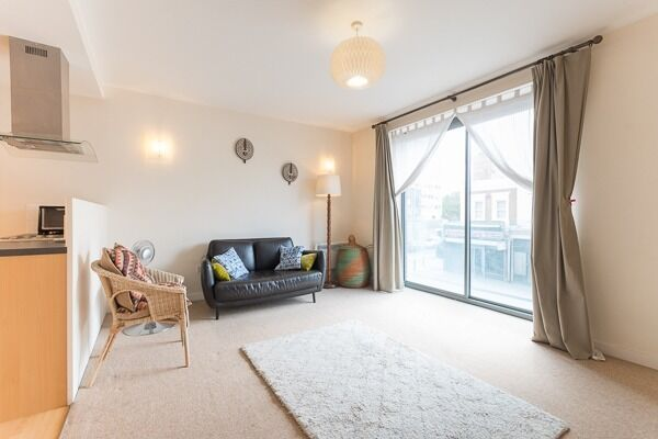 Truly delightful 1 bed flat in Battersea. Inclusive of TV Licence, WIFI, Water Rates & Electricity.
