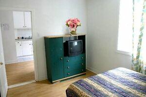 ►► 2 1/2 meublé tout inclus au mois, TV, Internet, etc. ◄◄