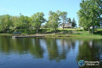 Water Front House  with 3 acres on St. John River