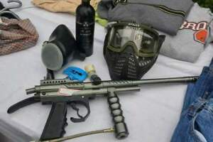 QUALITY PAINT BALL GUN  with Accessories and Mask