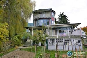 Heritage Home, legal apartment, steps to downtown Nelson 199006