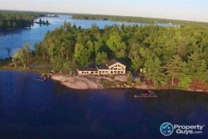 Waterfront Cottage, Captivating View, Sleeps up to 26