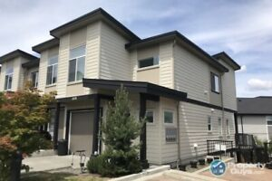 Impeccably maintained 3 bed/3 bath townhome in Westhills!