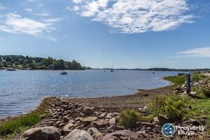 Beautiful Waterfront Home in Mahone Bay!