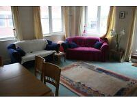 3 bedroom flat in Regents Canal House, Commercial Road,E14