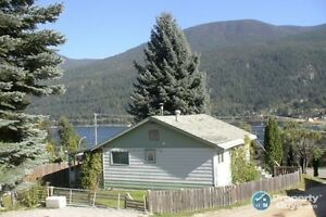 2 bed home with amazing lake views in Nelson ID 196258