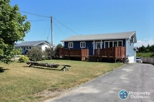 Oceanfront 3 bed home with 1 bed apartment!