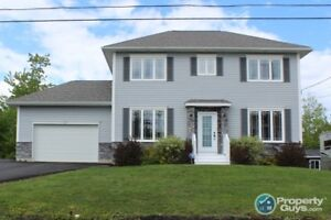 2 storey, 3 bed/3.5 bath home with over 2500 sf of space