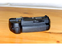 Genuine Nikon MB-D10 Battery Grip for D300 / D300s / D700 in mint condition