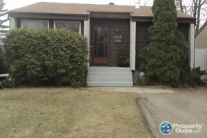 Spacious 930 Sg Ft Bungalow - Great Area!