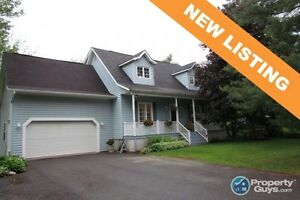 NEW LISTING! Lovely 4 bed/3.5 bath cape cod home