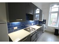 AMAZING TWO BEDROOM FLAT MIN AWAY FROM TUBE STATION!!CALL PATRICIA NOW ON 02084594555 FOR A VIEWING!