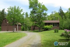 Amazing property, 5 minutes to Amherst on over 3 acres