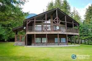 Custom high quality Lake Front home w/cabin Kaslo BC 197958