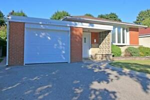 Lovely Bright & Sunny Detached Bungalow W/Garage In Prestigious