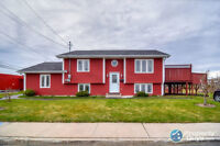 Open concept home, on cul-de-sac. Space for own business!