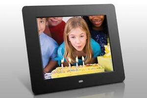 "Aluratek Digital Photo Frame - Photo Viewer, Audio Player, Video Player - 8"" Active Matrix TFT Color LCD - 512MB Built-i"