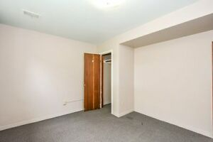 ONE ROOM AVIAIL. FOR MAY 1 - FEMALE STUDENT Kitchener / Waterloo Kitchener Area image 2