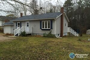 Clean, bright, attractive 3 bed bungalow in Kingston location!