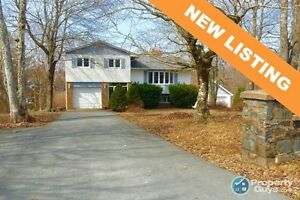 NEW LISTING! Spectacular 3 Bed/3 Bath Lakefront Home