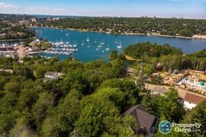 Gorgeous 4 bed/2.5 bath close to Armdale Yacht Club & The Dingle