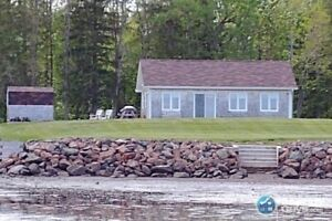 Private Waterfront cottage in Shediac Bridge