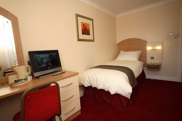 Tired of looking for rooms? Call now 07427590955! Cheap rooms available near Ilford!
