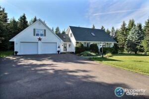 Lovely 2 storey with over 2200 sf of space, 4 beds/2 baths