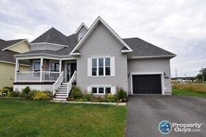 Bright, 3 bed/2.5 bath, open concept, completely finished
