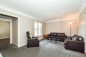 ONE ROOM AVIAIL. FOR MAY 1 - FEMALE STUDENT Kitchener / Waterloo Kitchener Area image 5
