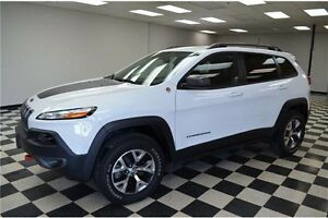 2016 Jeep Cherokee TRAILHAWK 4X4 - LOW KMS**LEATHER SEATS**NAV