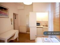 Studio flat in Kensington Gardens Square, London, W2 (#850887)