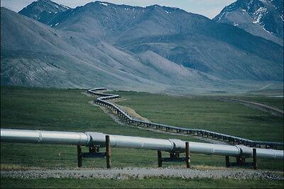 801070 Trans Alaska Pipeline Winds Through Atigun Pass Brooks Range Alaska USA covid 19 (Trans Alaska Pipeline Brooks Range coronavirus)