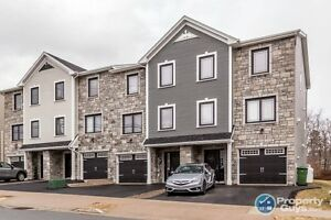 Immaculately maintained 3 bed/2.5 bath townhome