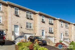 Like new town house, 3 bed/4 bath, very close to amenities