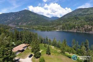 Bar, Workshop, and 3 Residences on 6 acres Nelson #198738