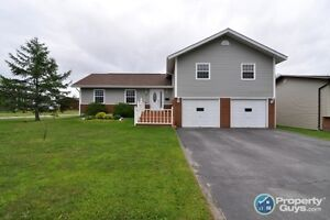 Beautiful & immaculately maintained family home! Just move in!