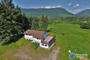 5 acre hobby farm with 2 bed in-law suite Pass Creek BC 198178