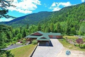 two homes on 33 acres in Shoreacres Castlegar Sign #198104