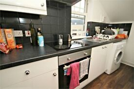AMAZING 3 BEDROOM APARTMENT- MINS AWAY FROM ZONE 2 STATION - CALL NOW 02084594555 FOR VIEWINGS