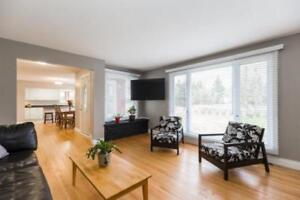 Stunning upgraded Bungalow with In-law suite ..15 min from Ottaw