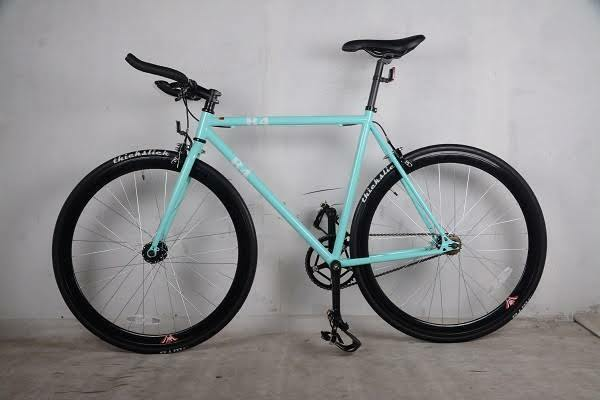 NEW R4 TURQUOISE FIXED GEAR ROAD BIKE W/ BULL BARS 54CM THICKSLICKS, NO RESERVE
