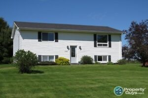 Well maintained Split Entry with single detached garage