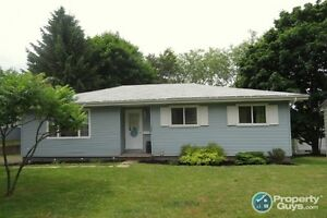 Sweet 4 bed bungalow located in family neighborhood