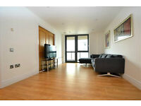 An immacualte newly refurbished 3 bedroom, 2 bathroom flat with direct transport links to Paddingto