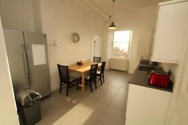 Four bedrooms to rent in Morningside tenement flat, £500 per room pcm